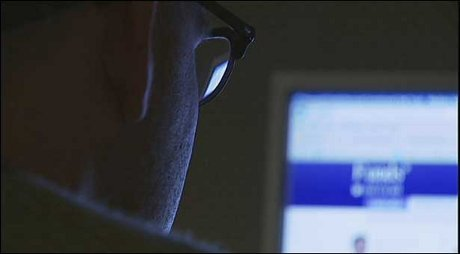Pengguna Smartphone Target Pengintaian Massal Intelijen